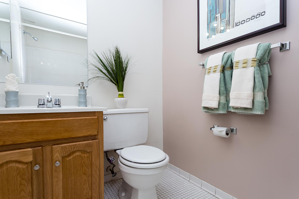 strathmore-interior-bath